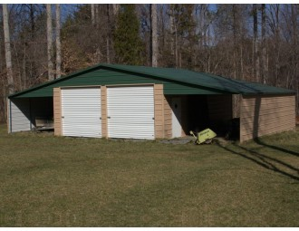 Continuous Roof Barn   Boxed Eave Roof   46W x 31L x 10H   Enclosed Barn